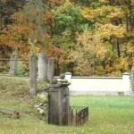 Lutkówka , grób Józefa Wiśniewskiego -oficera wojsk napoleońskich  przy  kościele parafialnym, foto : Irmina Wójcik